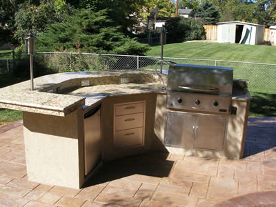 What You Need to Know About Outdoor Kitchens