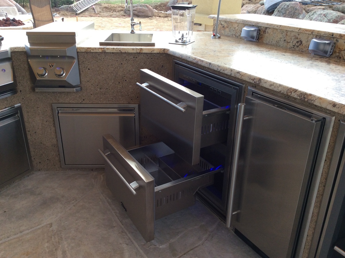 Outdoor kitchens hi tech appliance for Outdoor kitchen refrigerators built in