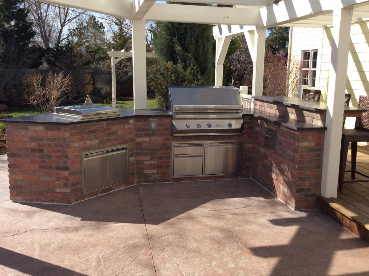 Outdoor Kitchens HiTech Appliance – Brick Outdoor Kitchen