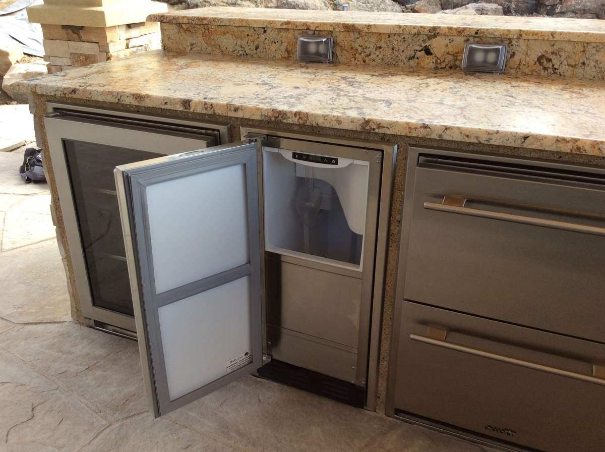 Custom outdoor rated kitchen cabinets hi tech appliance for Best rated kitchen cabinets