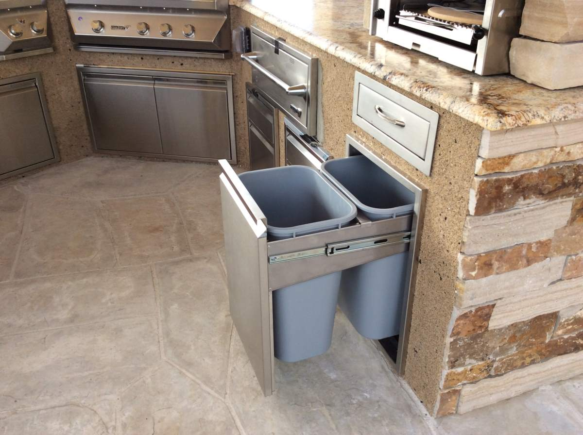 outdoor kitchen cabinet features