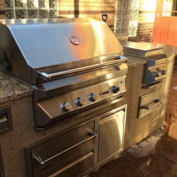 Deluxe Outdoor Kitchen In Denver,Co With Built In Twin Eagles Gas Grill