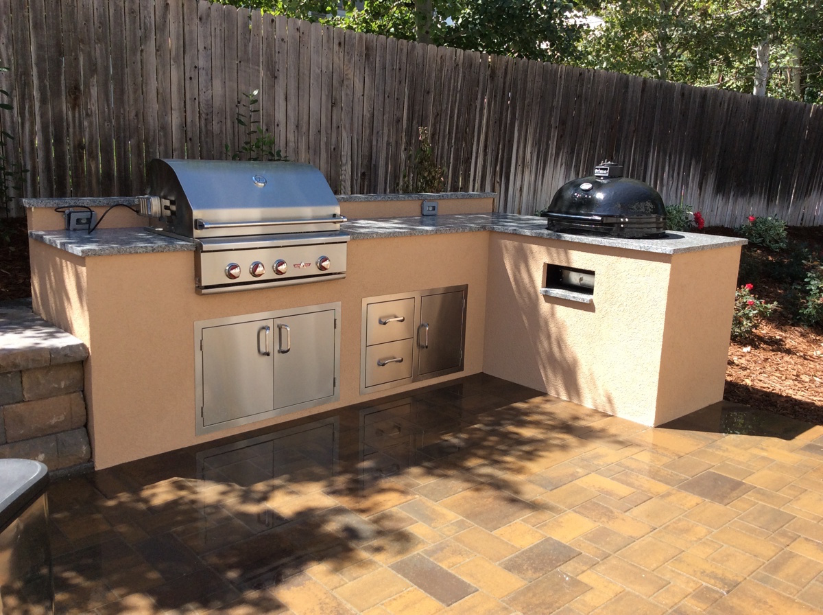 ofordable-outdoor-kitchen-in-englewood-co-with-granite-countertops ...