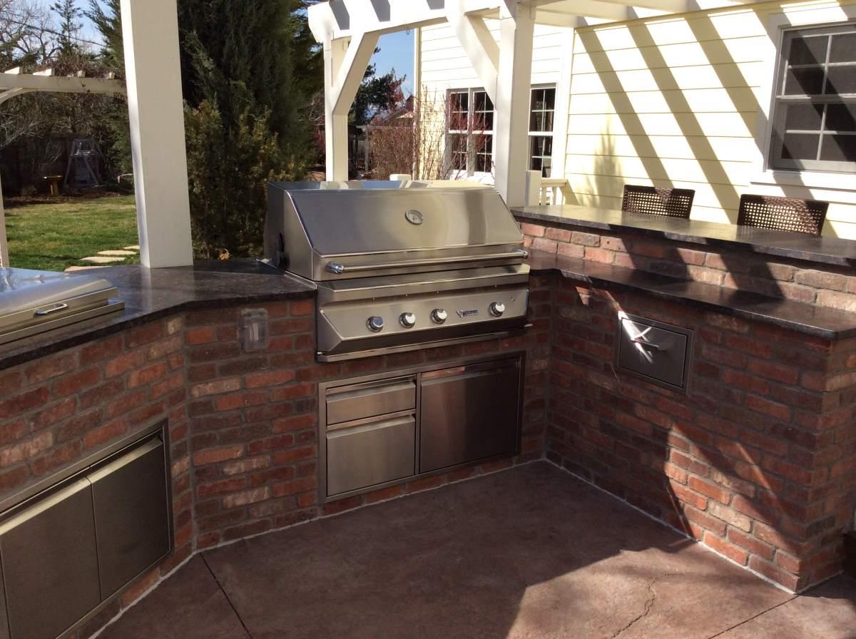 Brick outdoor kitchen island brick bedroom brick outdoor for Brick outdoor kitchen designs