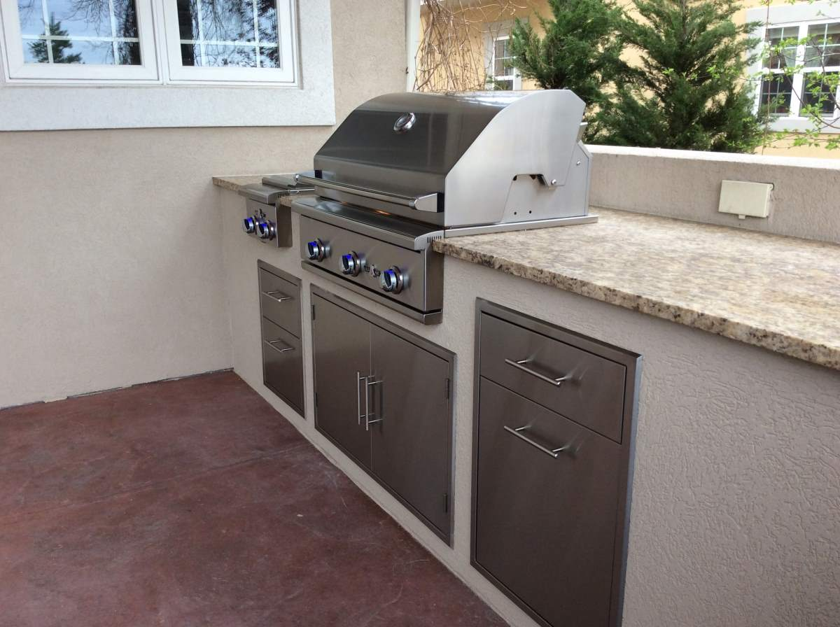 outdoor kitchen cabinets in Colorado