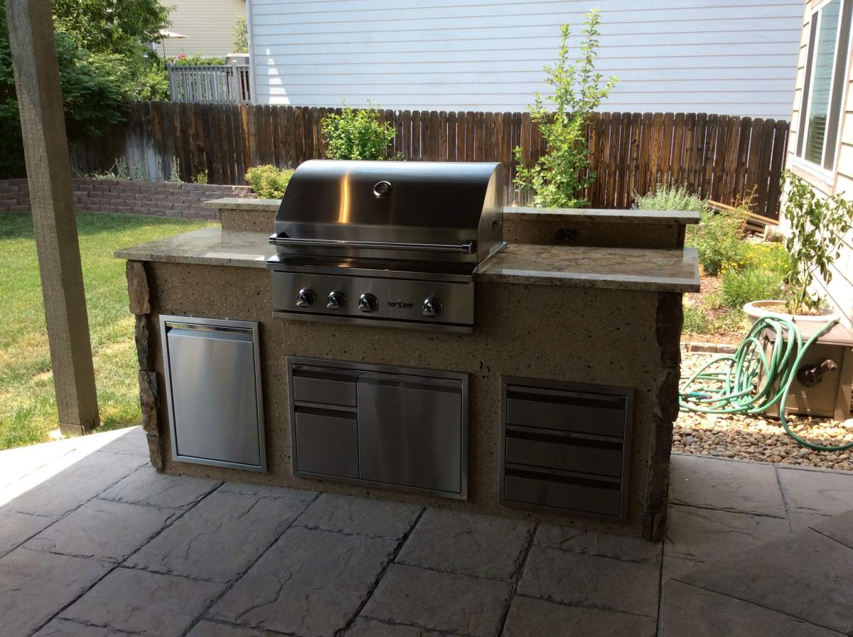 Outdoor Kitchen With Mixed Stone Veneer And Stucco Hi